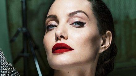 Анджеліна Джолі розповіла про розлучення з Бредом Піттом та пережиту хворобу