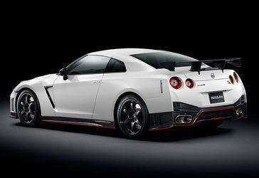 Nissan GT-R або мотоцикл: хто кого