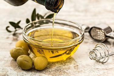 Чому маска з оливкової олії корисна і як її приготувати: 2 простих рецепти