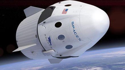 Ілон Маск представив перший скафандр SpaceX: фото