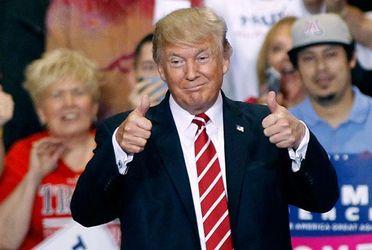 """Трамп опублікував у соцмережі фото, на якому він """"затемнює"""" Обаму"""