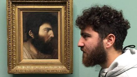 Люди нашли своих двойников на классических картинах: веселые сравнения