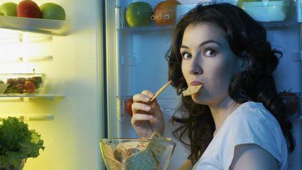 Що можна їсти перед сном, щоб не нашкодити організмові