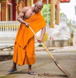 Легендарний тайський боєць став буддійським монахом: соцмережі вибухнули кумедними фотожабами