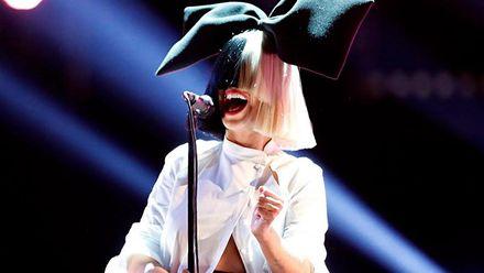 Співачка Sia опублікувала абсолютно голе фото на заздрість шахраям (18+)