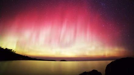 Удивительное северное сияние удалось заснять на видео