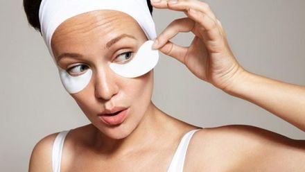 Три помилки при нанесенні патчів під очі, які можуть нашкодити вашій шкірі
