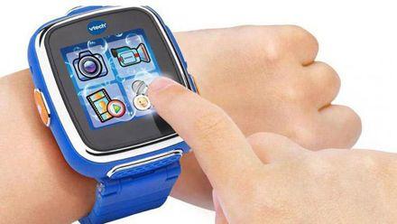 """Детям запретили носить """"умные"""" часы в Германии: известны причины"""