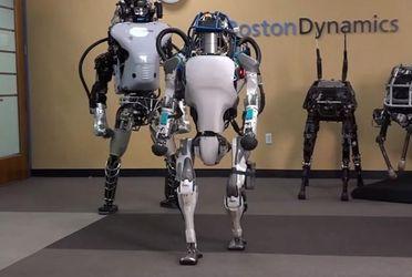 Человекоподобный робот впервые научился делать сальто назад: видео
