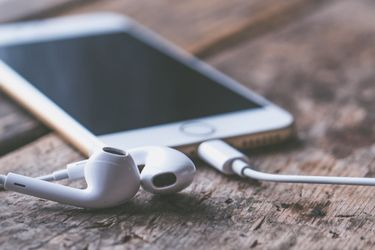 Новая модель iPhone может получить второй слот для SIM-карты, – СМИ