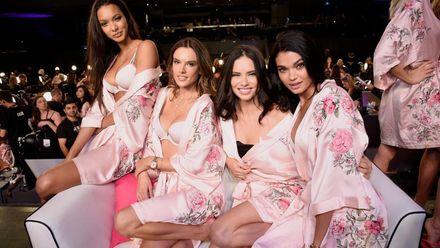 """""""Ангели"""" в рожевих халатах: як моделі готуються до грандіозного показу Victoria's Secret"""