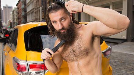 Сексуальные и смешные: таксисты снялись для благотворительного календаря – курьезные фото