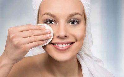 Что происходит с вашей кожей, если вы не смываете макияж