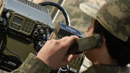 Техніка війни. Покращений радіозв'язок для українських силовиків. Нові автомобілі для пожежників