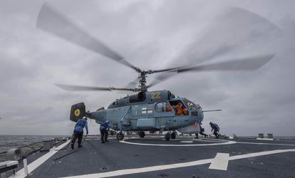 Українська морська авіація з американцями провела тренування у Чорному морі: видовищні фото