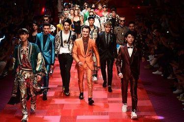 Сини Памели Андерсон і внук Чапліна: які зірки засвітились на подіумі Milan Men's Fashion Week