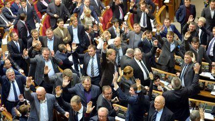 """Хто з депутатів, які голосували за """"диктаторські закони"""" 4 роки тому, досі працює в Раді"""