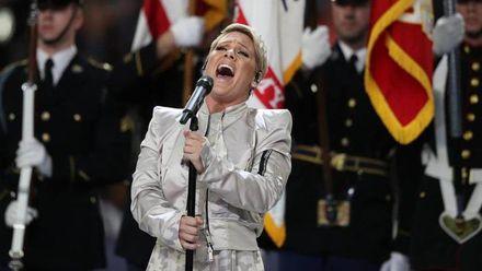 Співачка Пінк сконфузилася перед виступом на  Super Bowl-2018: відео