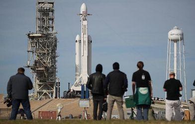 SpaceX запустила ракету-носій Falcon Heavy з автомобілем Tesla на борту