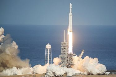 Запуск Falcon Heavy: прискорювачі ракети вже повернулись на Землю