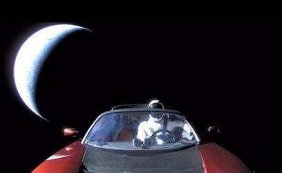 """Червоний електрокар Ілона Маска офіційно зареєстрували як """"космічний корабель"""""""