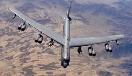 """Техніка війни. Бомбардувальник """"Б-52"""" vs блискавка. Холодна зброя у """"спортивних цілях"""""""