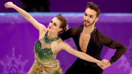 Конфуз на Олимпиаде: у фигуристки расстегнулось платье и случайно обнажилась грудь