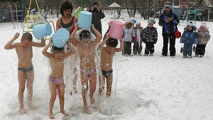 Закаливание холодной водой: как учеников в Черкасской области учат не болеть