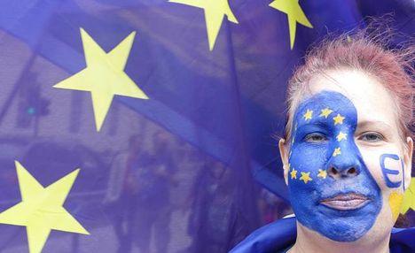 Європарламент готовий дати Україні безвіз, а Кабмін обіцяє ще більші зарплати, – головне за добу