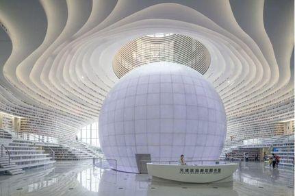 """Чим здивувала нова вражаюча бібліотека у формі """"ока"""": з'явились фото"""