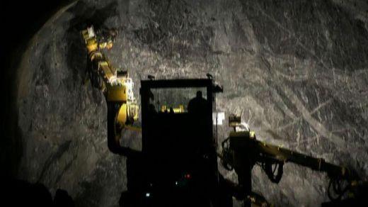 Моторошна машина, яка здатна розпиляти найміцніший граніт