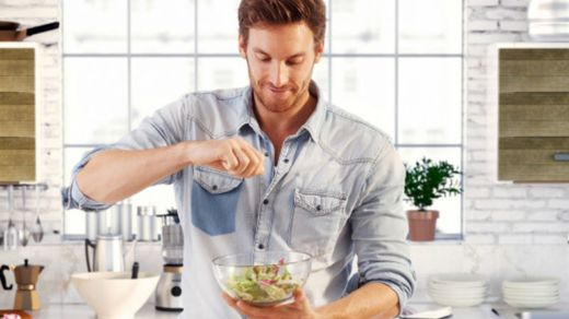 Почему мужчины стали больше готовить