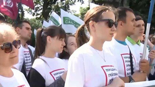 Під Верховною Радою мітингарі вимагають змінити виборче законодавство