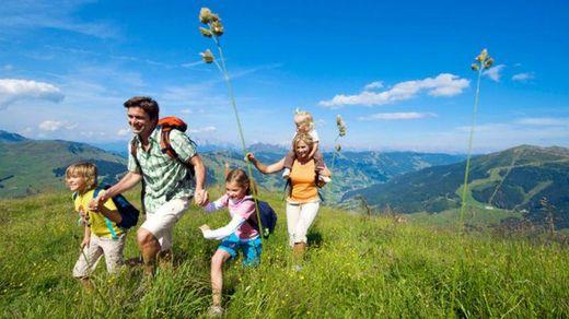 Как устроить ребенку полезный отдых летом