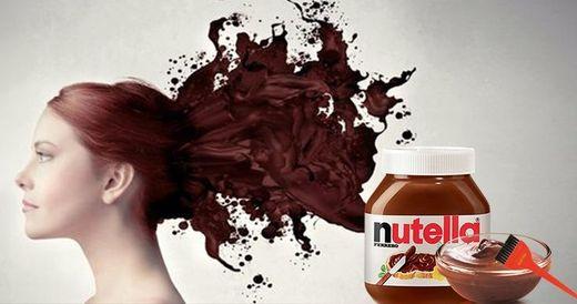 Що буде, якщо пофарбувати волосся шоколадною пастою: курйозне відео