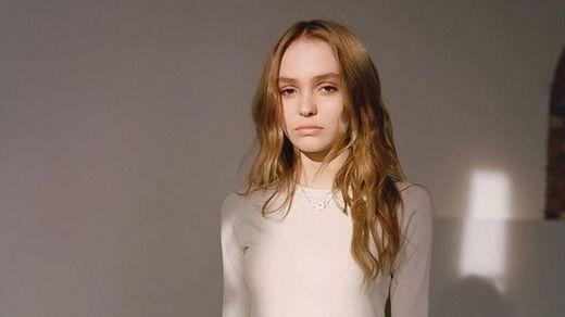 18-річна донька Джонні Деппа оголилася у сміливій зйомці: фото