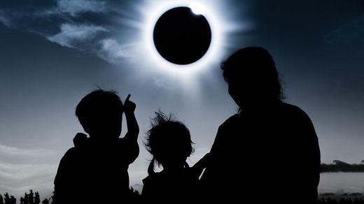Перше сонячне затемнення 2018 року: дивовижні фото