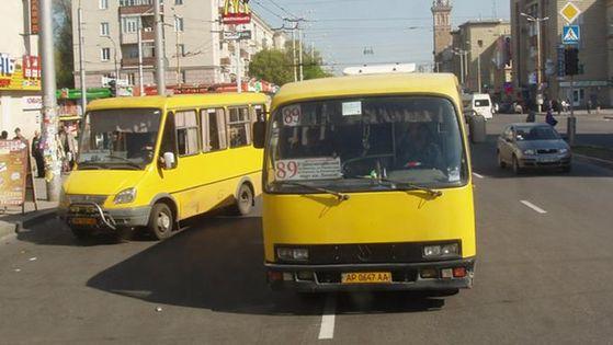 У Запоріжжі ветерани АТО перекрили головний проспект міста для руху  маршруток. У такий спосіб бійці протестували проти водіїв 6b9edb5a61543
