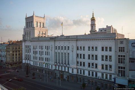О 9 30 до міської ради Харкова приїхав мер Геннадій Кернес і зайшов через  основний вхід. Після цього мерію закрили ... aa4d2d8d05f13
