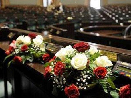 Квіти жалоби у польському парламенті
