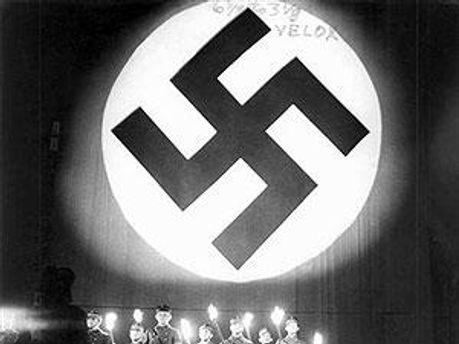 Свастика — символ нацизму