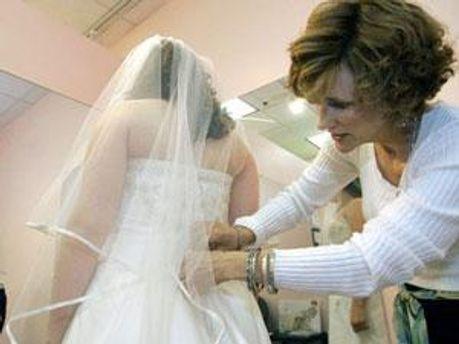 Весільне плаття не всім по душі