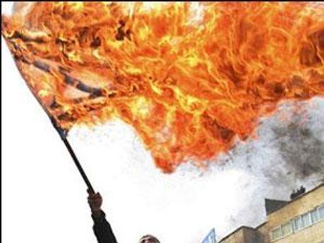 Мітингувальники палили прапор Ізраїлю
