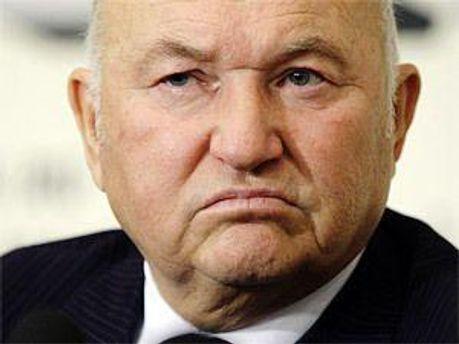 Хоч Лужков і вважається в Україні персоною нон-грата, все ж збирається приїхати в Україну
