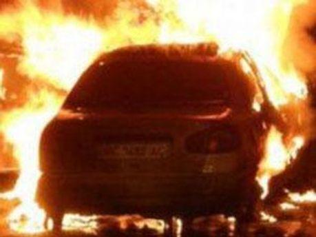 Тіло знайшли біля обгорілої Toyota Prado