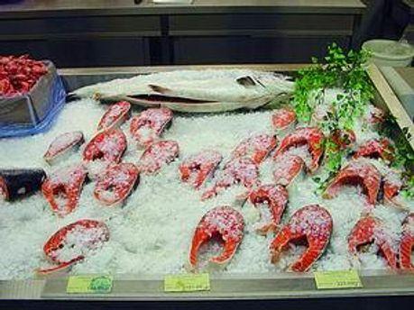 Від вулкану страждають виробники риби, фруктів і квітів