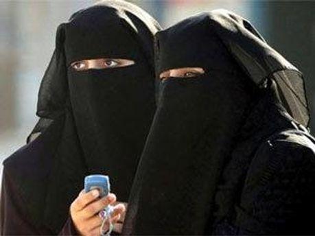 Скоро на паризьких вулицях неможливо буде побачити жінок у паранджі