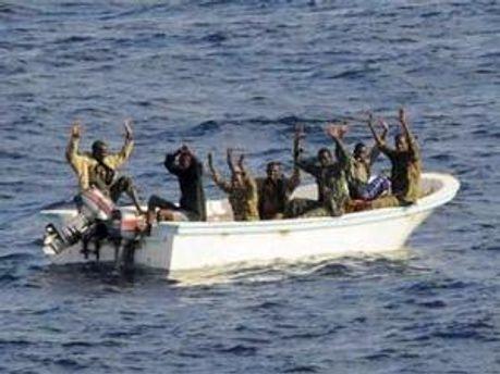 Піратів затримали, потопивши їх судно