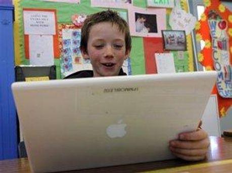 Усього ноутбуки отримають 200 тисяч юних палестинців