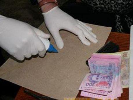 Працівниця отримала хабарі на 5 тис. грн.